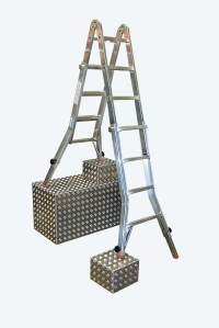Шарнирная телескопическая лестница с 4 удлинителями стоек 4х4