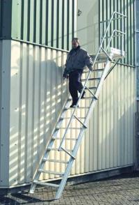 Трап з майданчиком із алюмінію. Кут нахилу 45˚, 14 сходинок